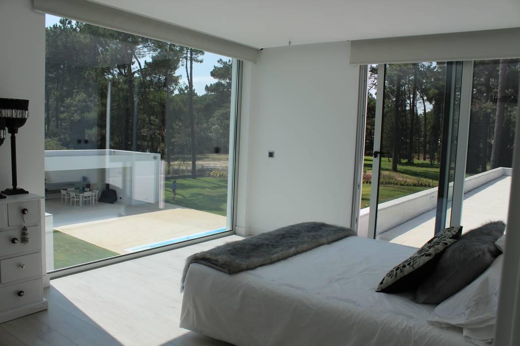 Projekty,  Sypialnia zaprojektowane przez Miguel Ferreira Arquitectos, Nowoczesny