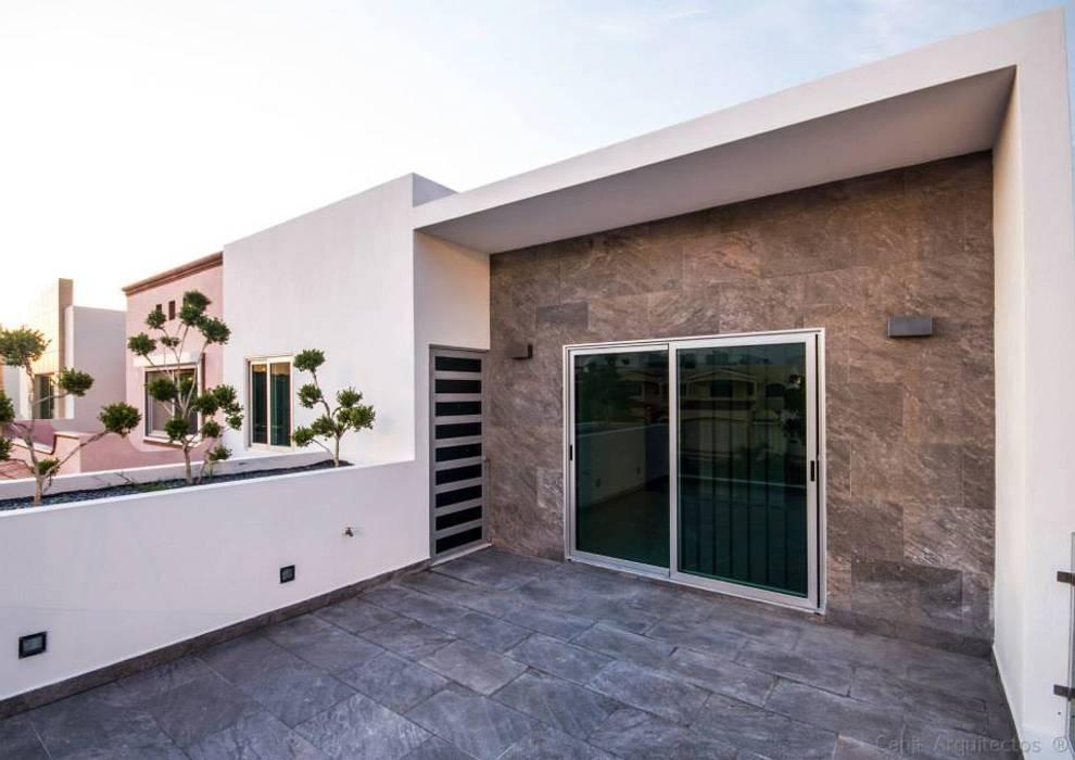 Casa AT Balcones y terrazas modernos de Cenit Arquitectos Moderno