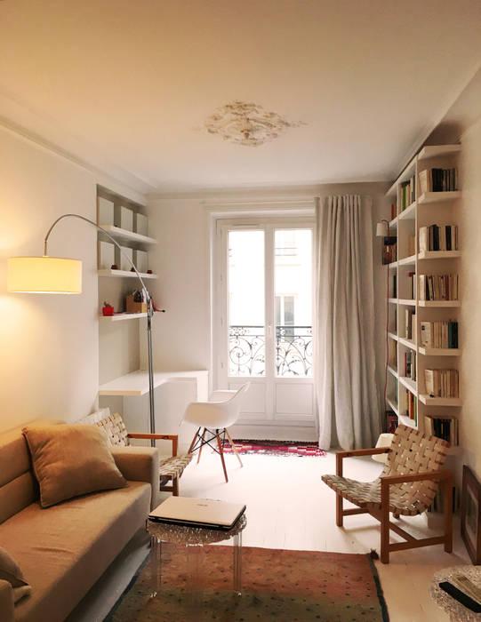 salon/coin bureau/bibliotheque: Salon de style de style Scandinave par Agence KP
