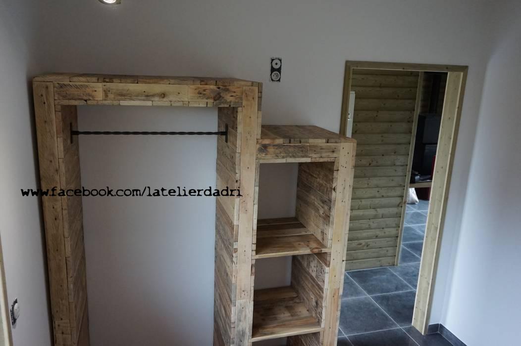 Penderie en bois de palettes chambre de style par l 39 atelier d 39 adri homify - Chambre style atelier ...