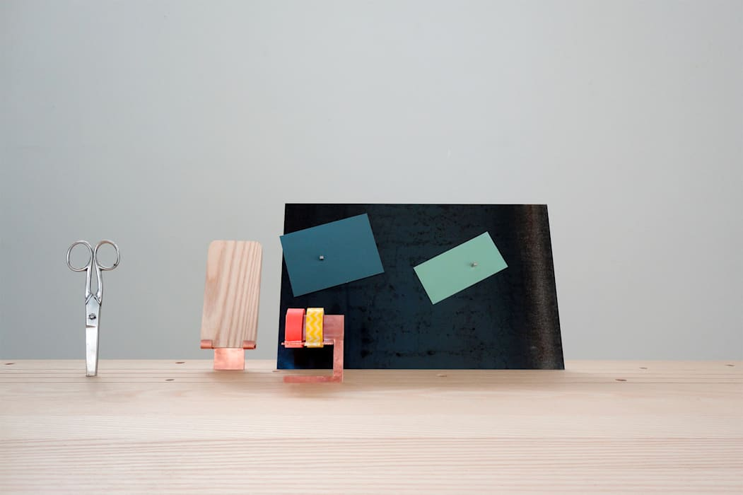 'Back to Basic' - desk by Studio Isabel Quiroga Minimalist Solid Wood Multicolored