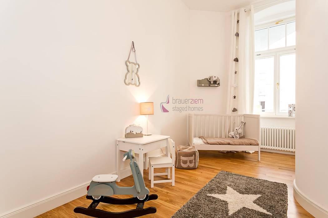 6-Zimmer Musterwohnung im Gründerzeit-Altbau am Kurfürstendamm Moderne Kinderzimmer von staged homes Modern