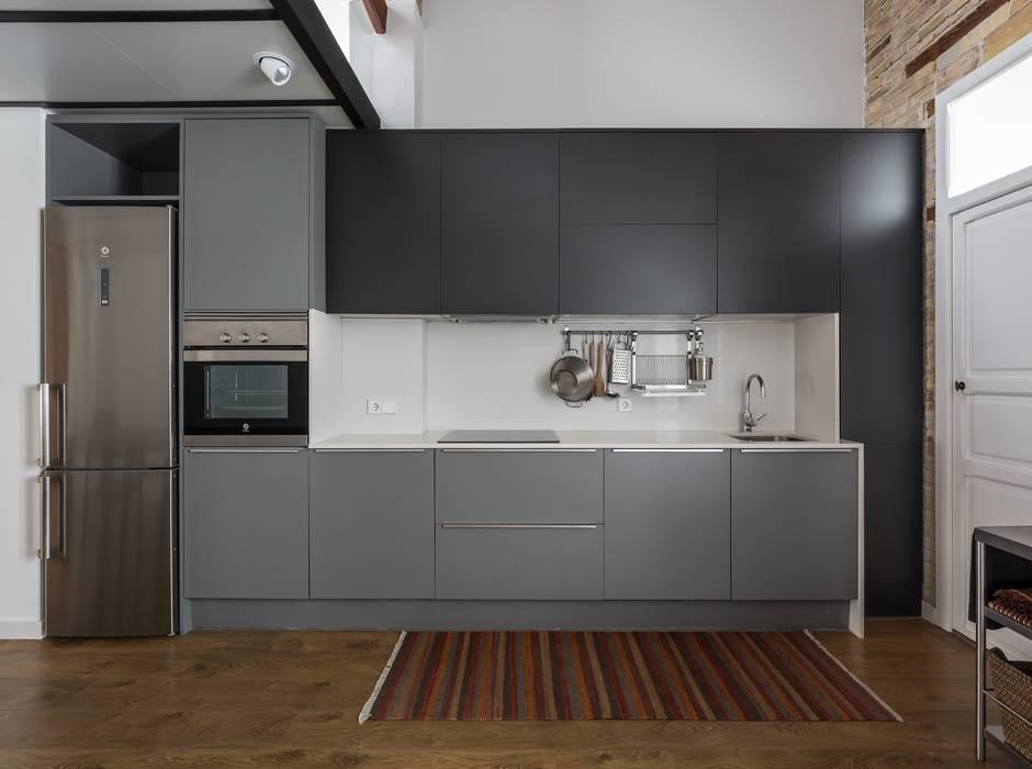REHABILITACIÓN DE LOFT EN EL CABAÑAL Cocinas de estilo moderno de amBau Gestion y Proyectos Moderno