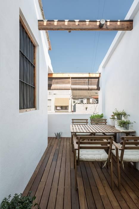 amBau Gestion y Proyectos Modern balcony, veranda & terrace