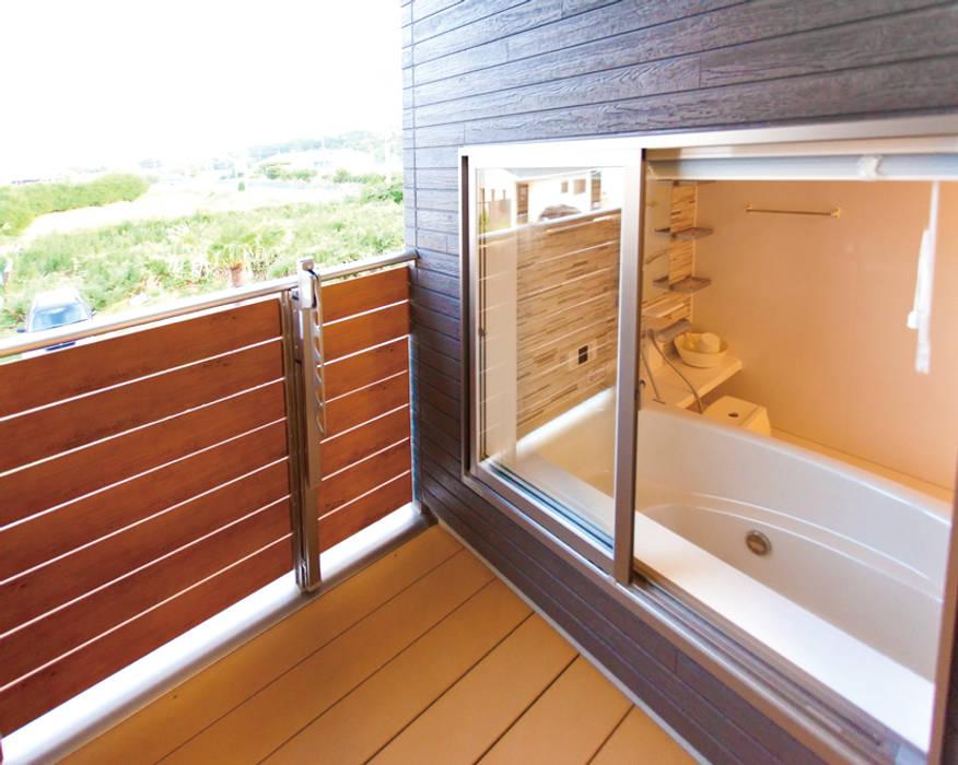 プールのある家 シーン06 オリジナルデザインの テラス の PROSPERDESIGN ARCHITECT OFFICE/プロスパーデザイン オリジナル 金属