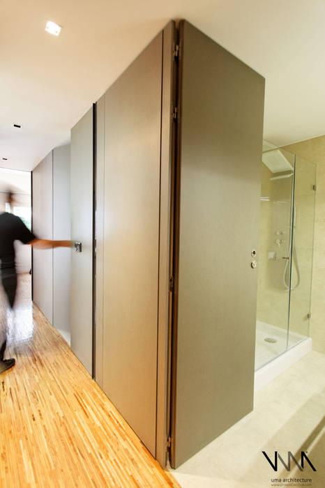 Quarto (suite com closet) Quartos modernos por UMA Collective - Architecture Moderno