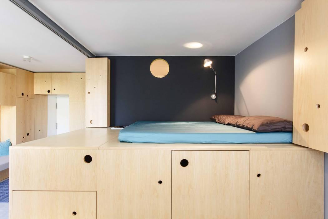 モダンスタイルの寝室 の PLANAIR ® モダン