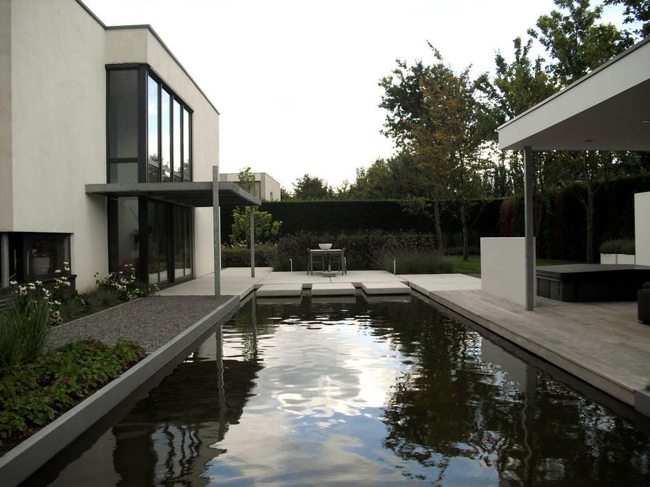 Magistrale zichtlijn:  Tuin door Stoop Tuinen, Modern
