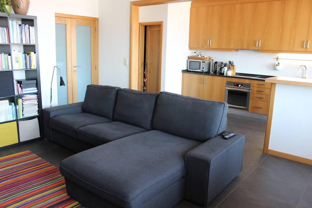 Sofá com chaise-long Salas de estar modernas por Casa do Páteo Moderno