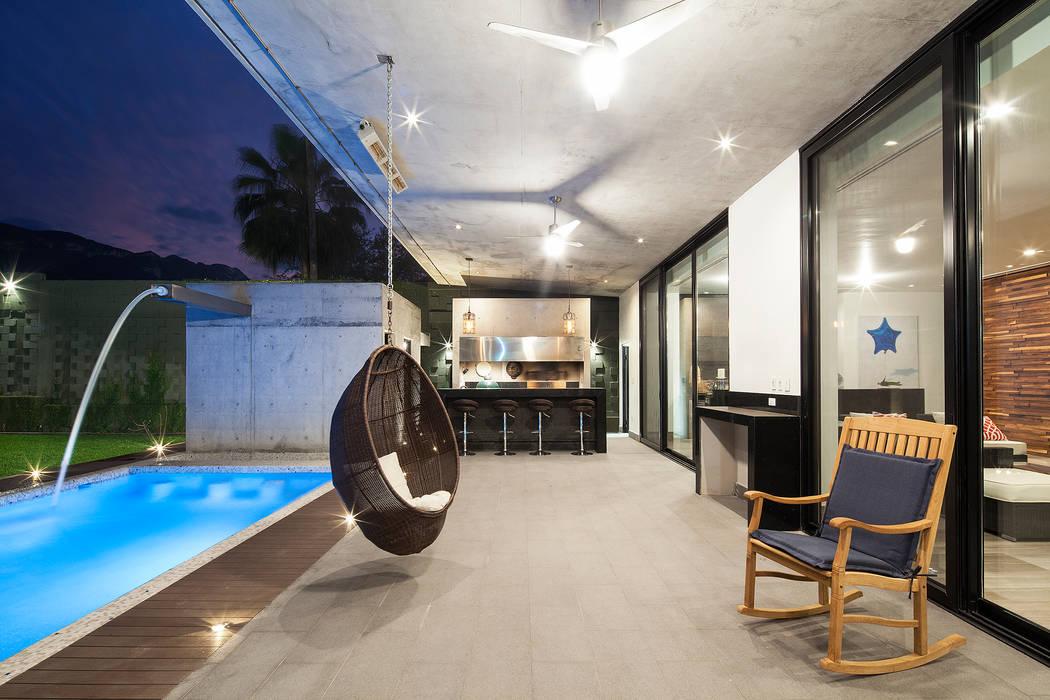 WRKSHP arquitectura/urbanismo Balcone, Veranda & Terrazza in stile moderno Granito Grigio