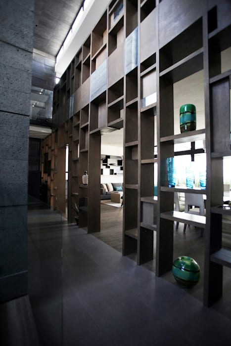 Flur & Diele von WRKSHP arquitectura/urbanismo, Modern Holz Holznachbildung