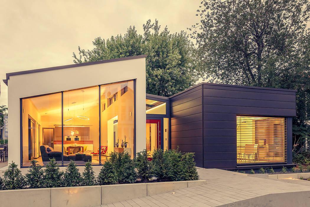 LUXHAUS Musterhaus Stuttgart Moderne Häuser von Lopez-Fotodesign Modern