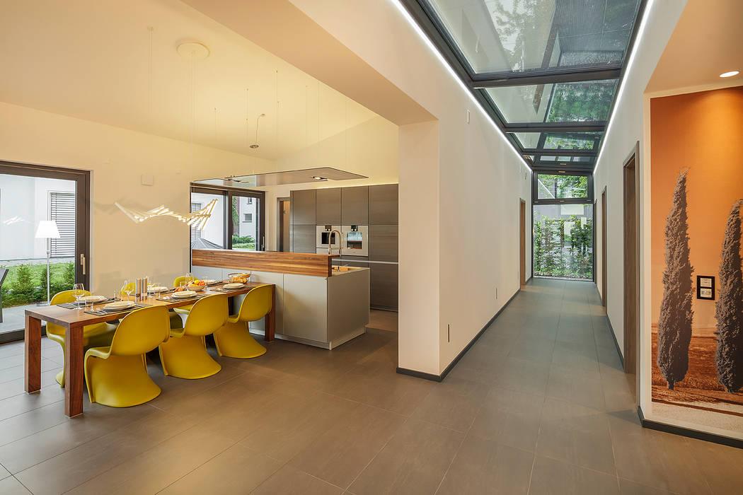 LUXHAUS Musterhaus Stuttgart Moderner Flur, Diele & Treppenhaus von Lopez-Fotodesign Modern