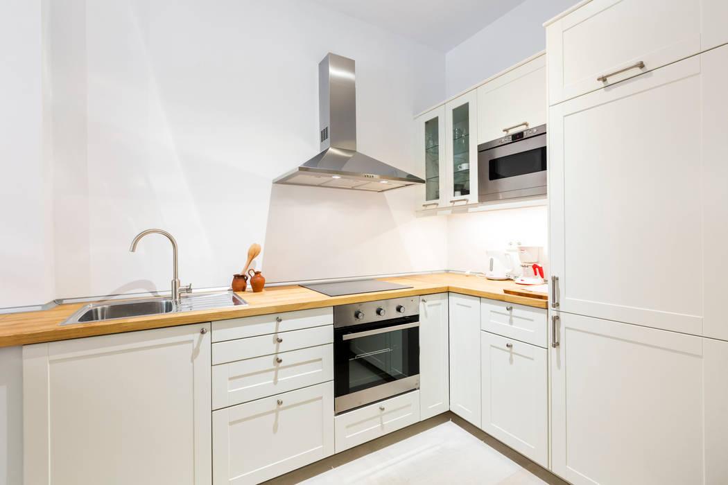 Modern kitchen by ISLABAU constructora Modern
