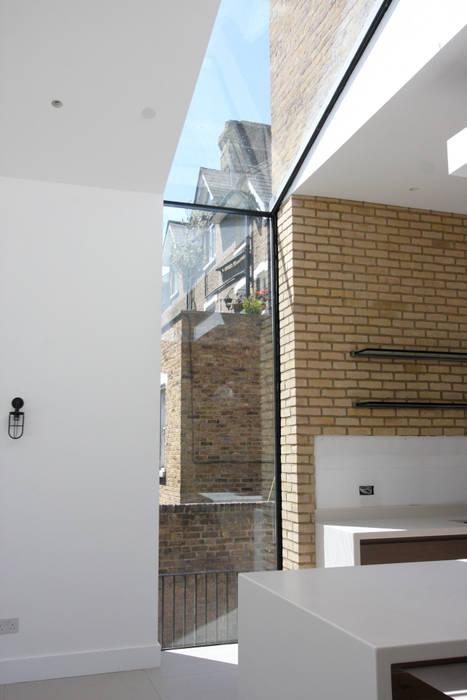 Kew Road Puertas y ventanas de estilo moderno de IQ Glass UK Moderno