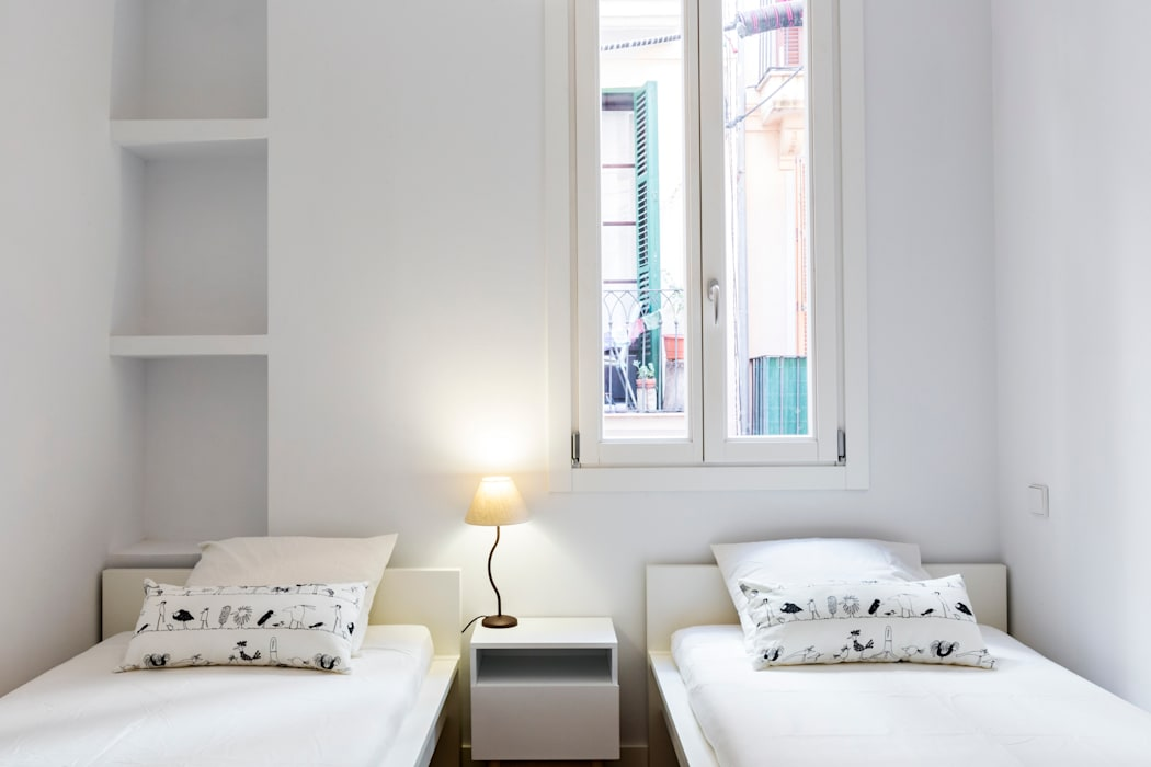 Apartamento AT Centro Palma Dormitorios infantiles de estilo moderno de ISLABAU constructora Moderno