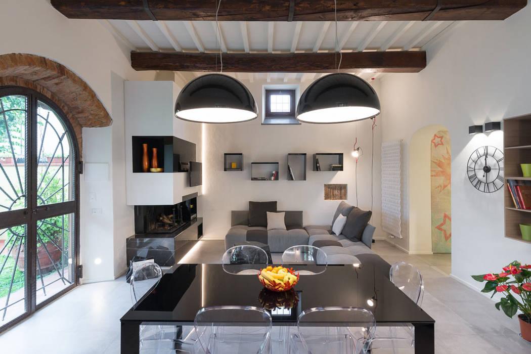 Lo scrigno dal cuore contemporaneo Sala da pranzo moderna di B+P architetti Moderno