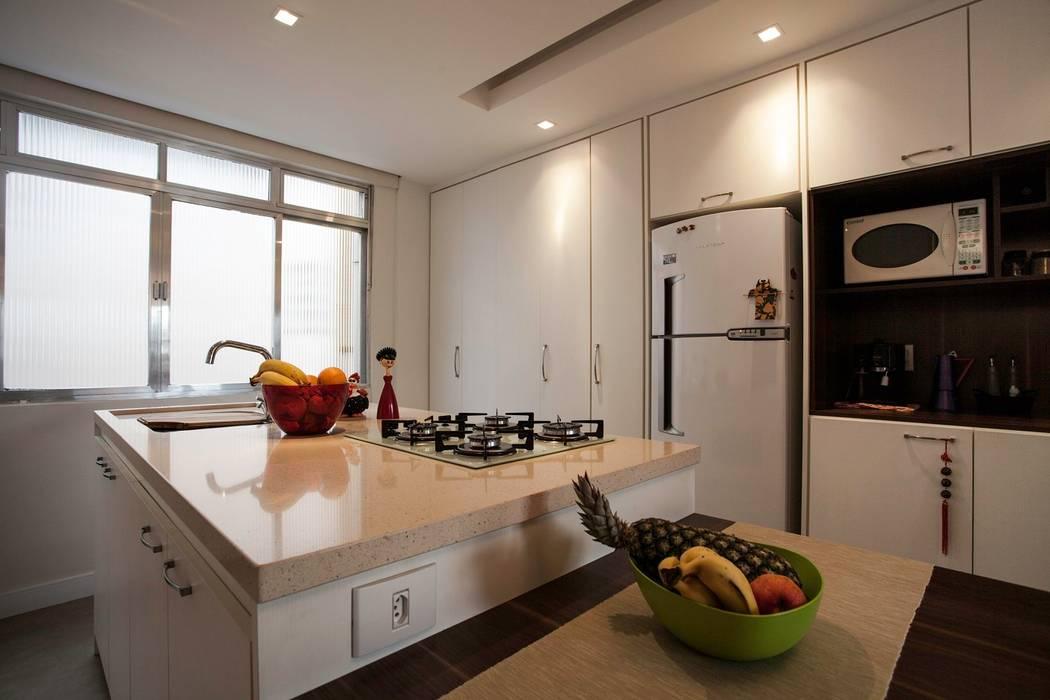 Modern style kitchen by Kali Arquitetura Modern
