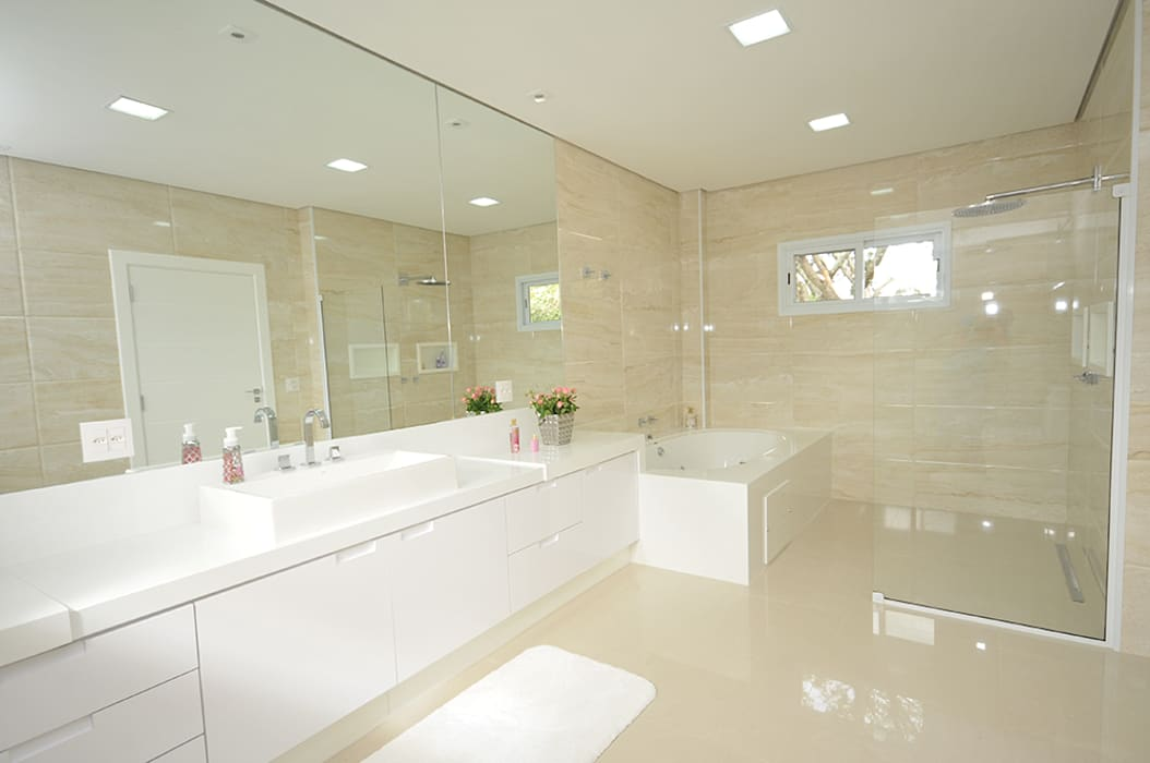 Bathroom by Belisa Corral - Arquitetura & Interiores,