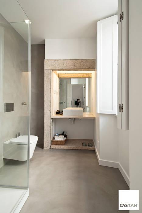 Instalação sanitária piso inferior: Casas de banho  por Castan,