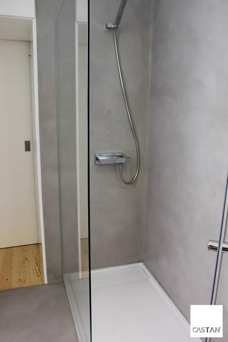Instalação sanitária piso inferior - parede de duche: Casas de banho  por Castan