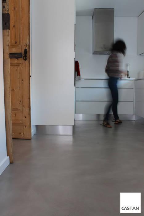 Pavimento cozinha Cozinhas rústicas por Castan Rústico