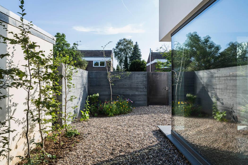 Casas  por Corneille Uedingslohmann Architekten, Moderno