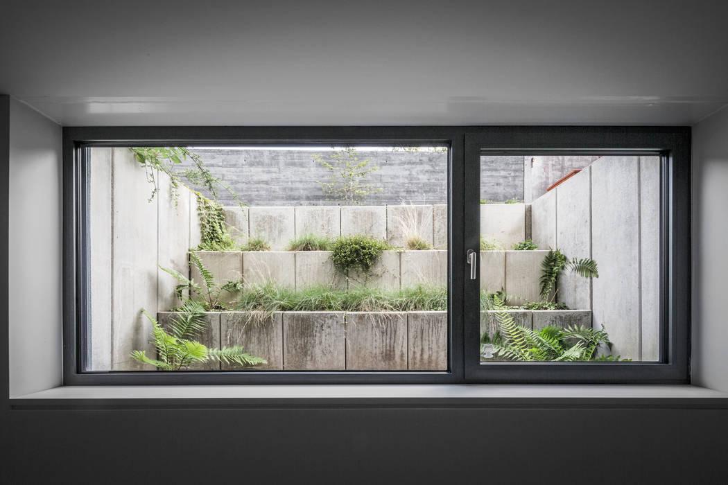 สวน โดย Corneille Uedingslohmann Architekten, โมเดิร์น