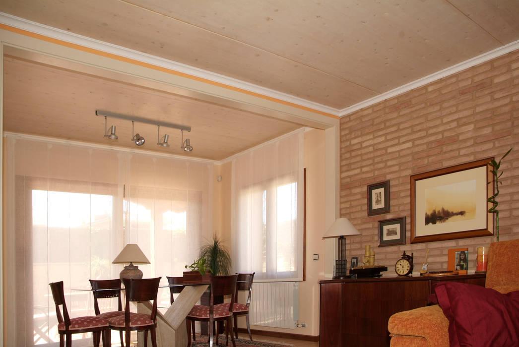 Sala da pranzo in stile  di RIBA MASSANELL S.L.