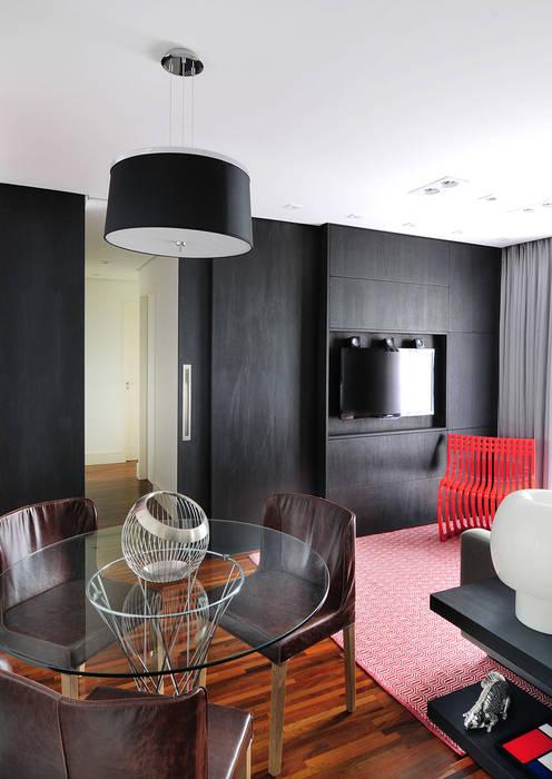 Apartamento no Campo Belo Salas multimídia minimalistas por Mario Catani - Arquitetura e Decoração Minimalista Madeira Efeito de madeira