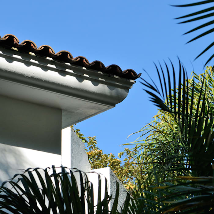 molduras de techo: Casas de estilo  por Excelencia en Diseño