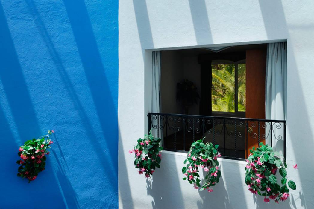 doble altura Pasillos, vestíbulos y escaleras coloniales de Excelencia en Diseño Colonial Ladrillos