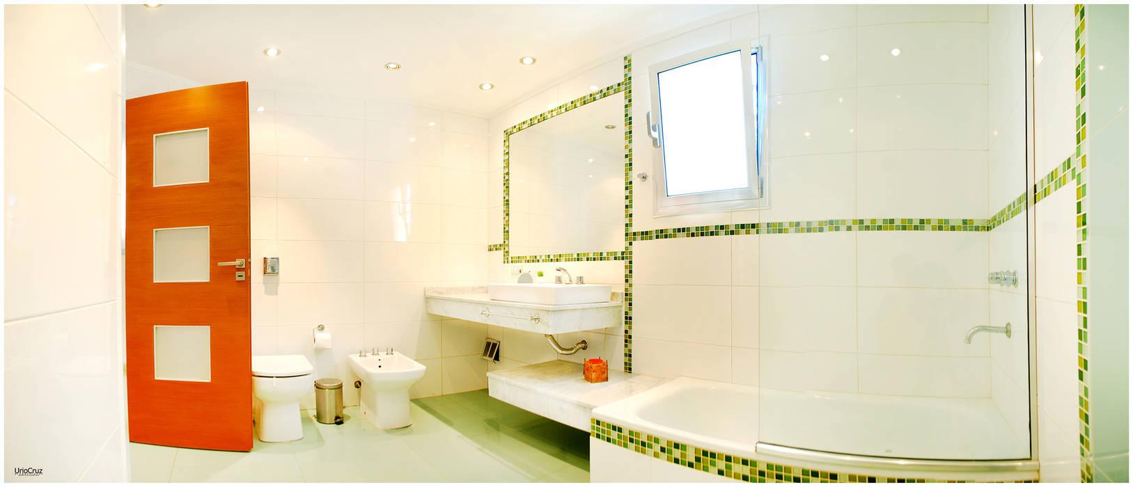 Modern bathroom by Silvana Valerio Modern