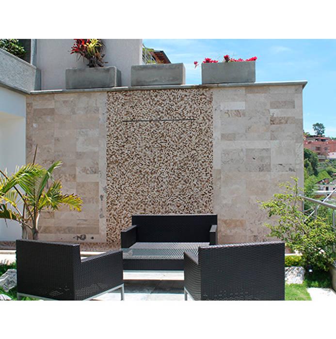Casa El Hatillo II Balcones y terrazas de estilo ecléctico de FergoStudio Ecléctico