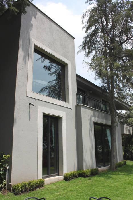 Fachada posterior: Casas de estilo moderno por Windlock - soluciones sustentables