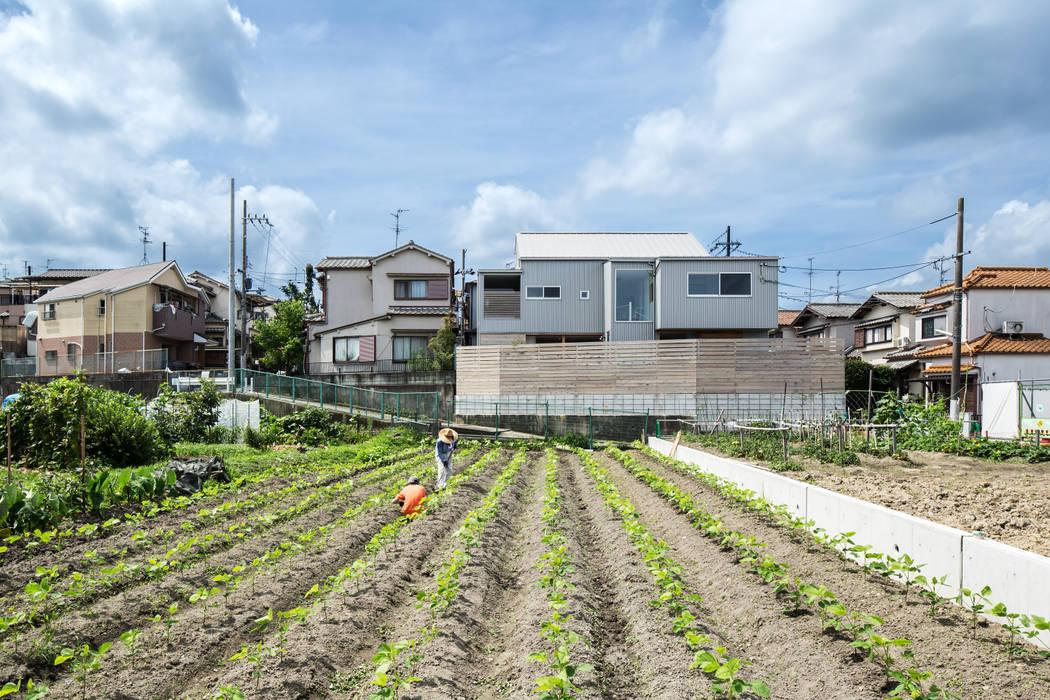 Casas modernas: Ideas, imágenes y decoración de 藤森大作建築設計事務所 Moderno Metal
