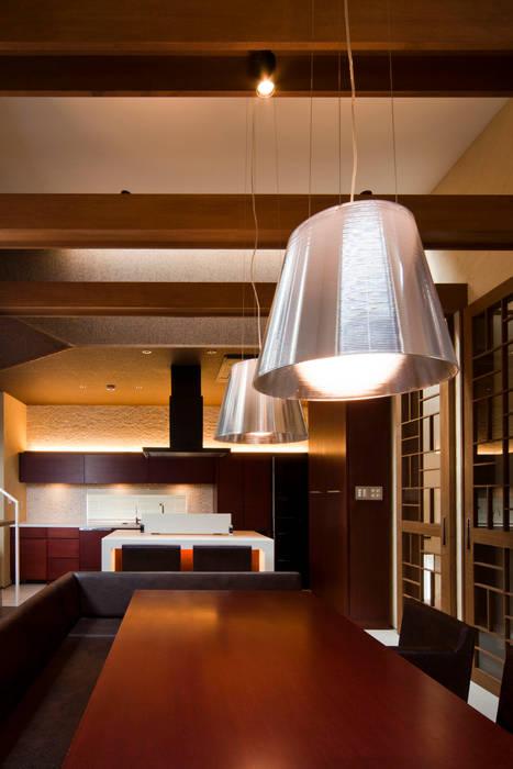 s tto : MAY COMPANY & ARCHITECTSが手掛けた寝室です。,モダン