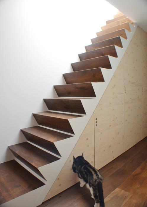 Ristrutturazione Couloir, entrée, escaliers modernes par HENMADE Moderne