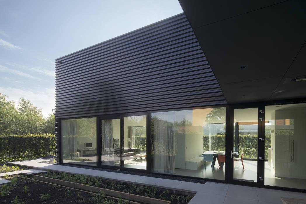 Ontwerp vrijstaand woonhuis particulier :  Huizen door JMW architecten, Industrieel