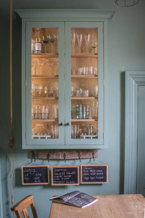 Cotswold Chapel Kitchen Cocinas de estilo rural de homify Rural Madera maciza Multicolor