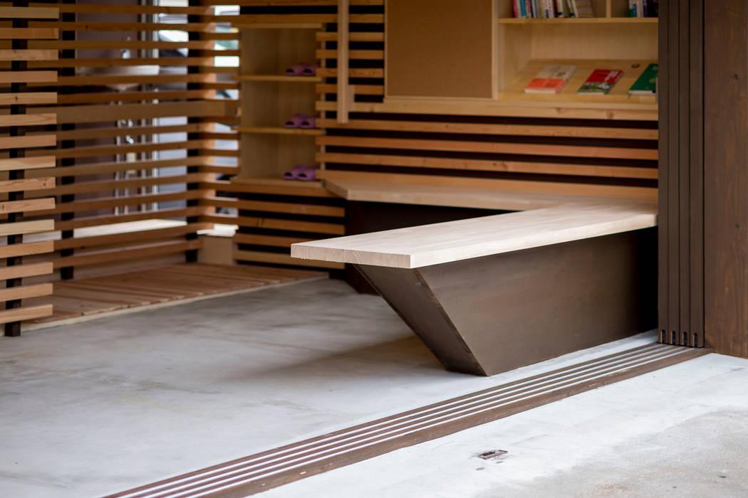あい天正堂鍼灸院: スズケン一級建築士事務所/Suzuken Architectural Design Officeが手掛けた廊下 & 玄関です。