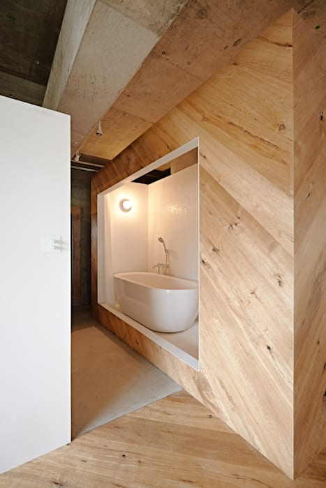 Baños de estilo industrial de .8 / TENHACHI Industrial