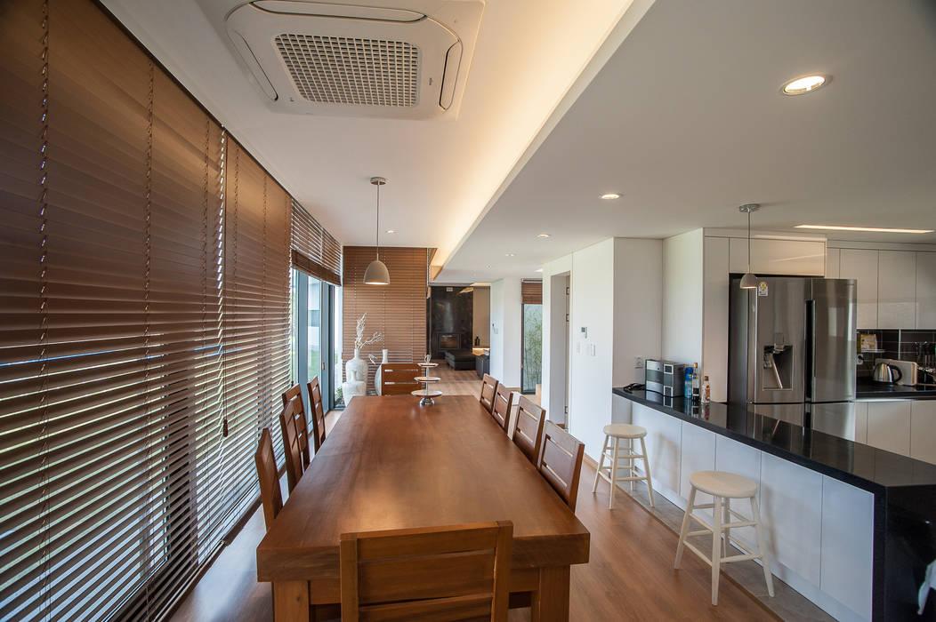 Modern dining room by ZeroLimitsArchitects Modern