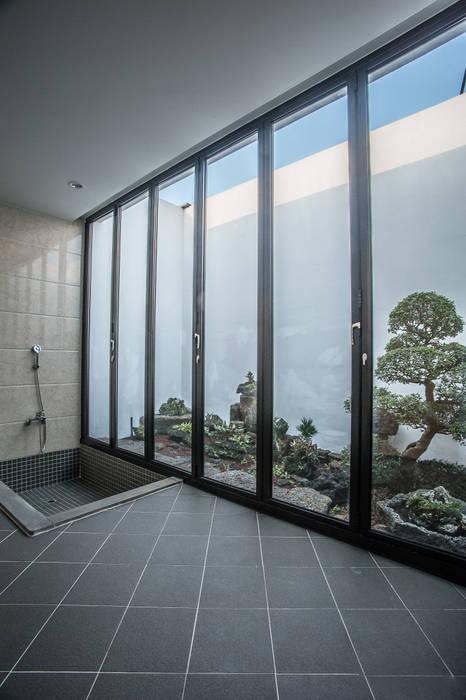 Ruang Keluarga oleh ZeroLimitsArchitects, Modern