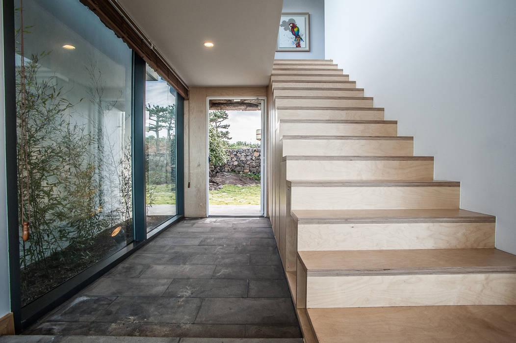 Koridor & Tangga Modern Oleh ZeroLimitsArchitects Modern