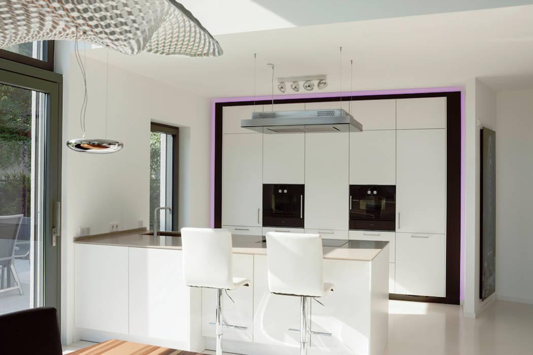 Küche mit frühstücks-theke : küche von in_design architektur | homify