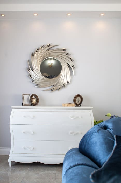 Salas de estar clássicas por Дизайн студия fabrika Clássico