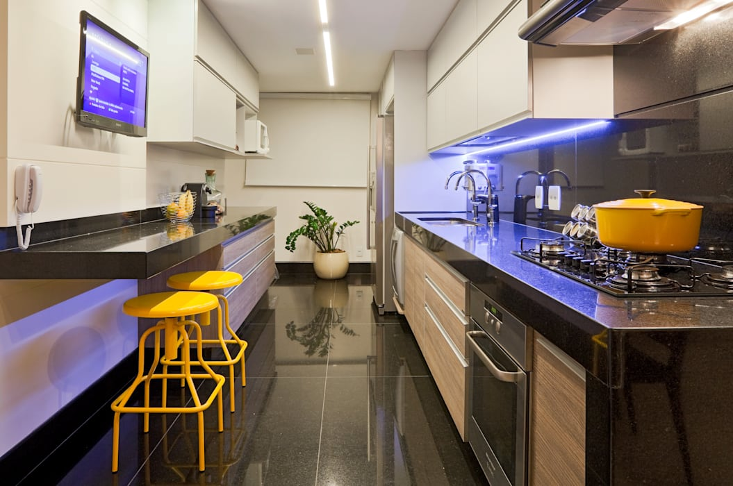 Modern kitchen by Dubal Arquitetura e Design Modern