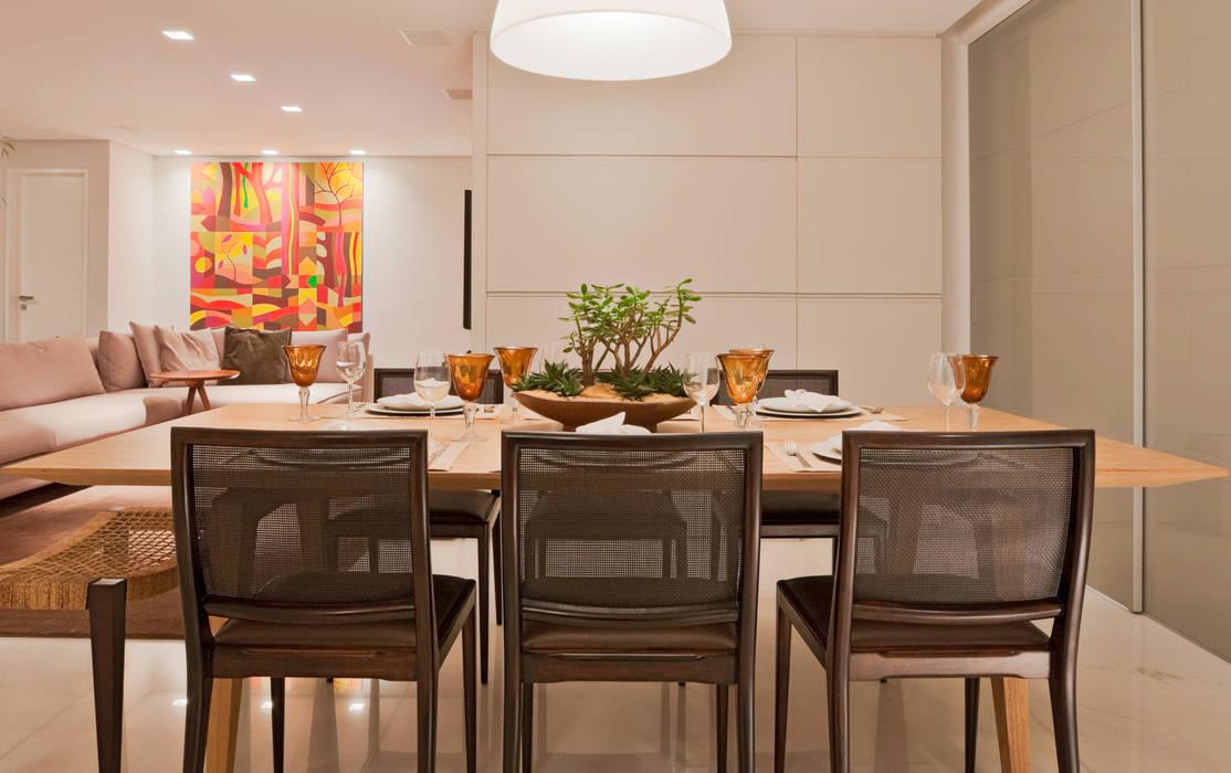 Modern dining room by Dubal Arquitetura e Design Modern