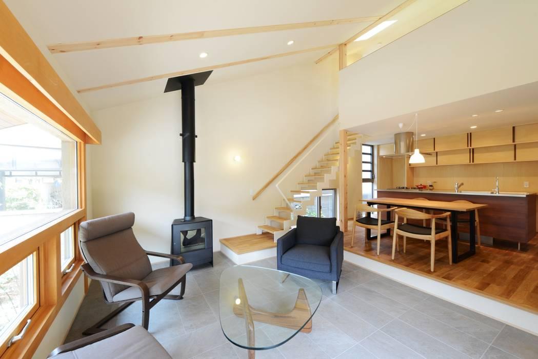 LDK モダンデザインの リビング の バウムスタイルアーキテクト一級建築士事務所 モダン